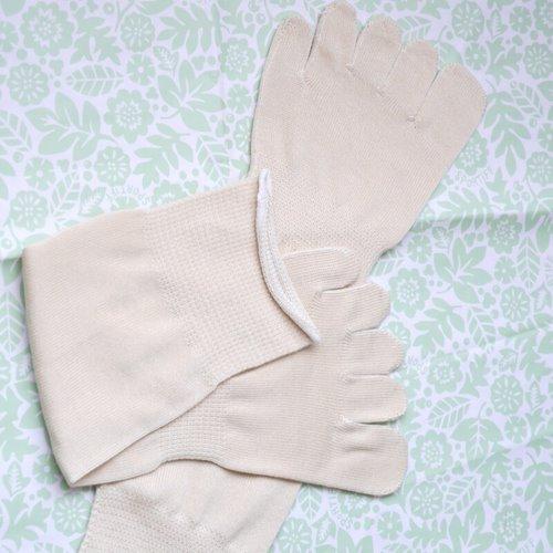 シルクを綿で守る5本指ソックス_着用前